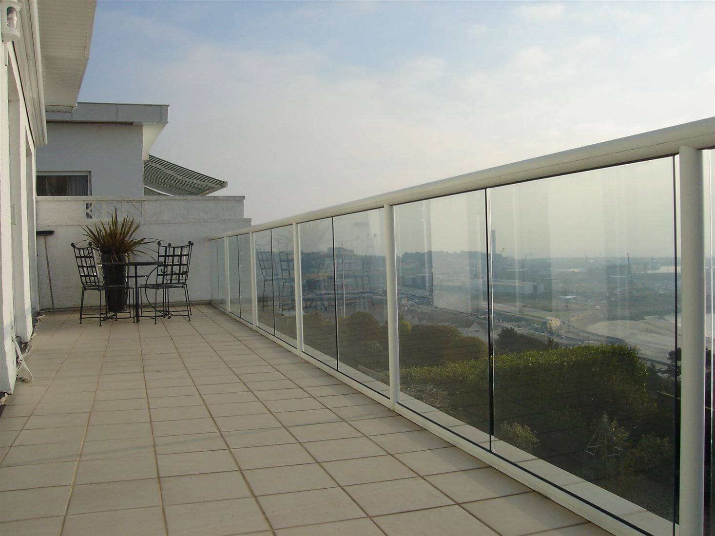 Glass balustrades image gallery balcony systems for Glass balcony
