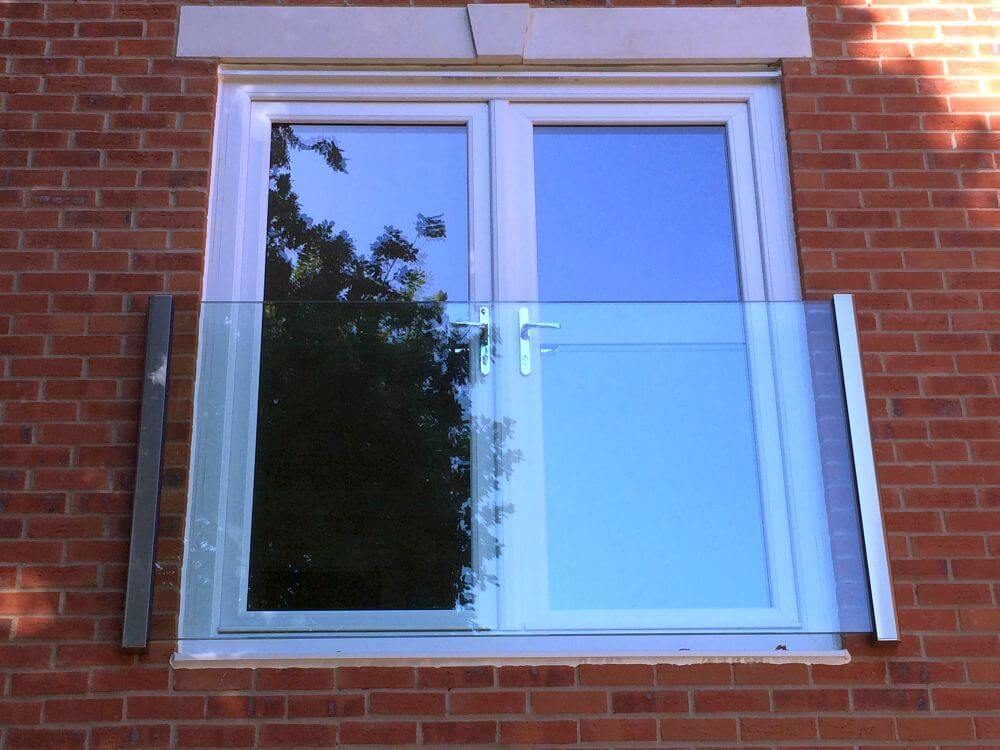 Frameless glass juliet balconies balcony systems for Glass balcony