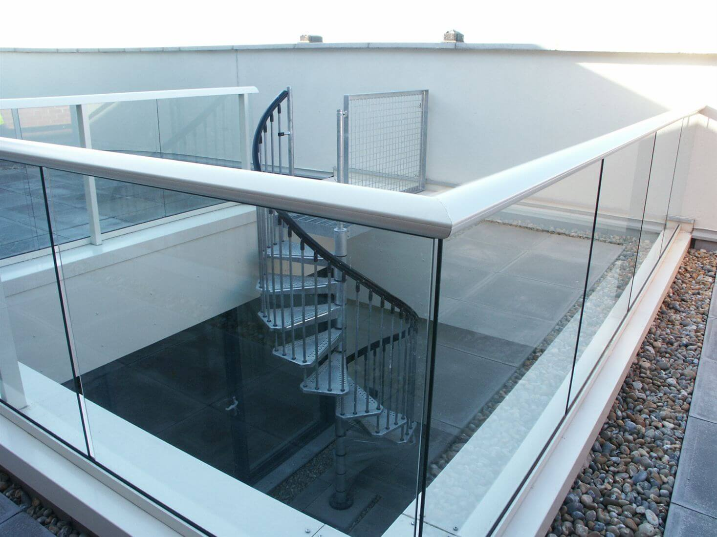 Glass balustrades gallery aerofoil handrail balcony for Balcony barrier