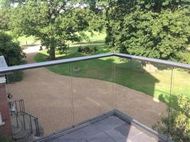 glass balustrade corner detail