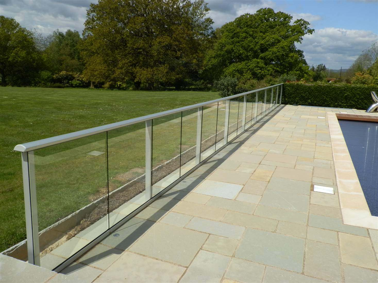 Country view glass system glass balustrades juliet for Balcony barrier