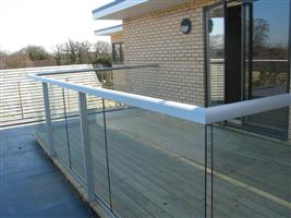 aluminium handrails with glass cambridge