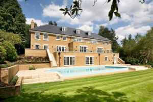 Large house in the countryside with swimming pool and Royal Chrome balustrades