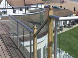 Curved and straight balustrade next to the coast