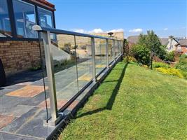 Aerofoil system glass balustrade