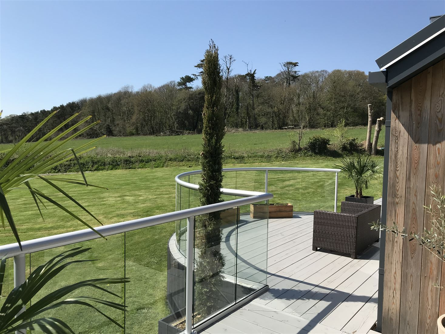Silver Orbit Glass Balustrading adds the finishing touches to a property renovation in the Isle of Wight
