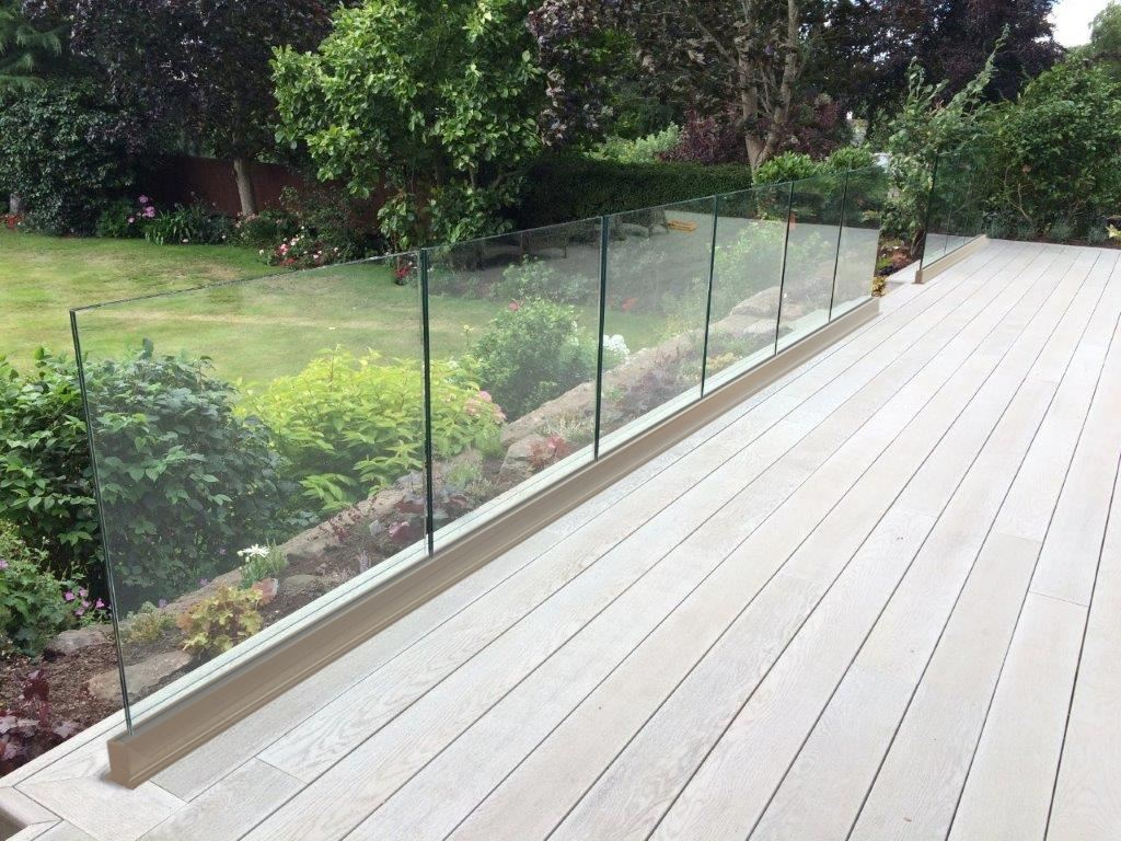 Frameless glass balustrade above floor level