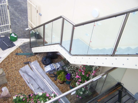 glass stair handrails-16113.6