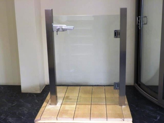 sample frameless glass gate