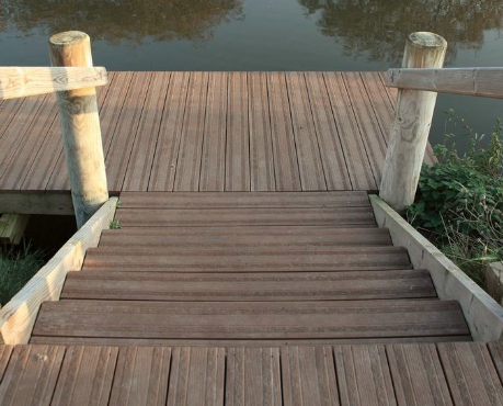 Composite Decking with extra gripping textured decking boards for non-slip