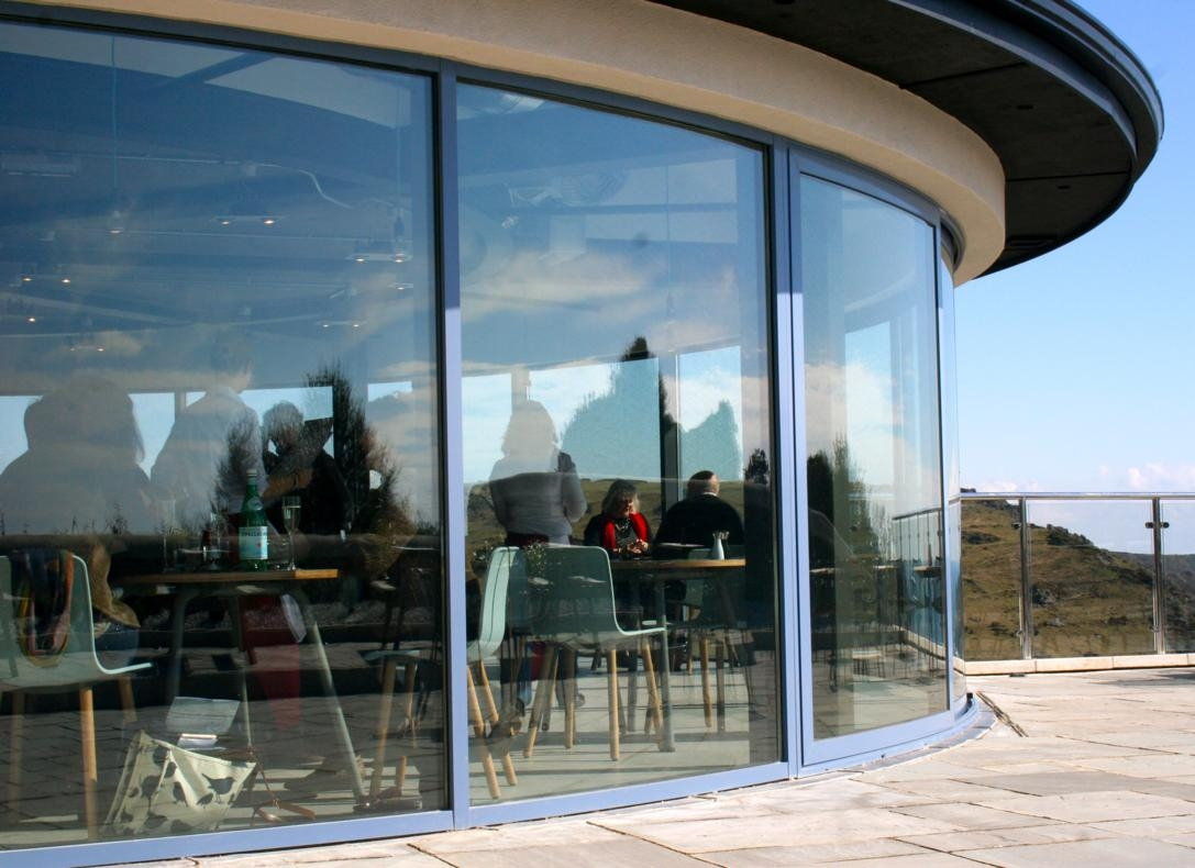 Curved sliding patio doors perfect curved glass solutions for Curved windows