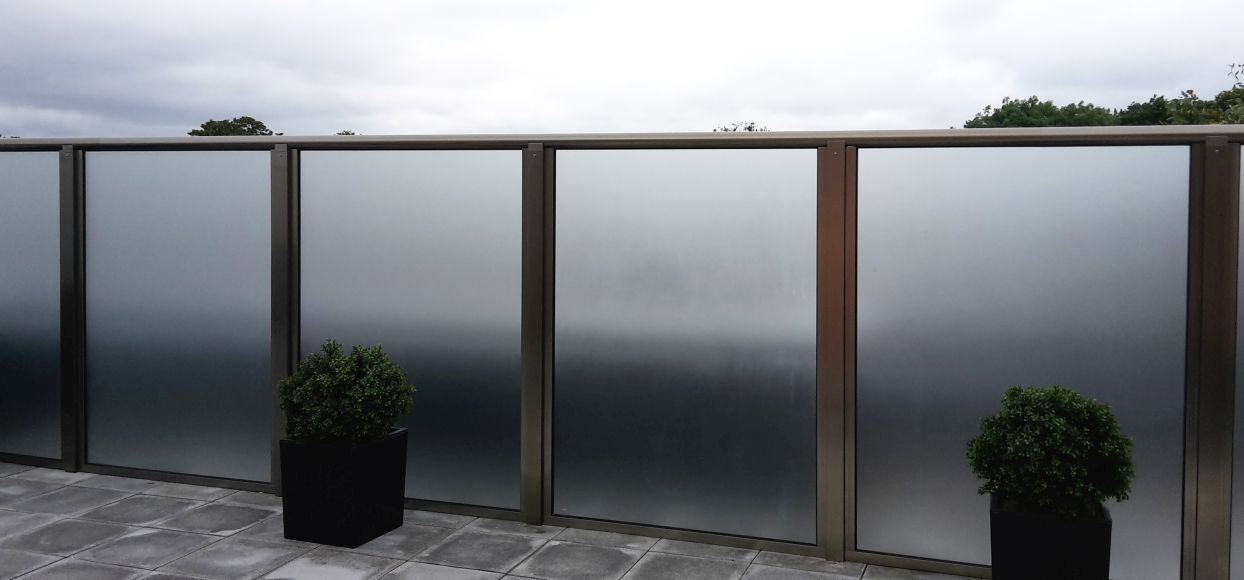Privacy screens glass balustrades balcony systems for Privacy window screen